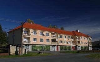 Malovaná fasáda na bytovém domě v Plzni